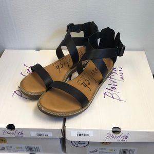 Black blowfish sandal